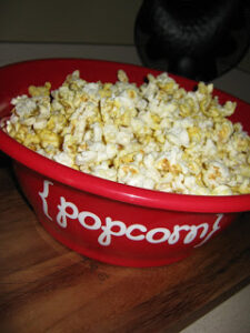 DIY Popcorn Bowl ~ Great Neighbor Gift Idea! (she: Ginger)