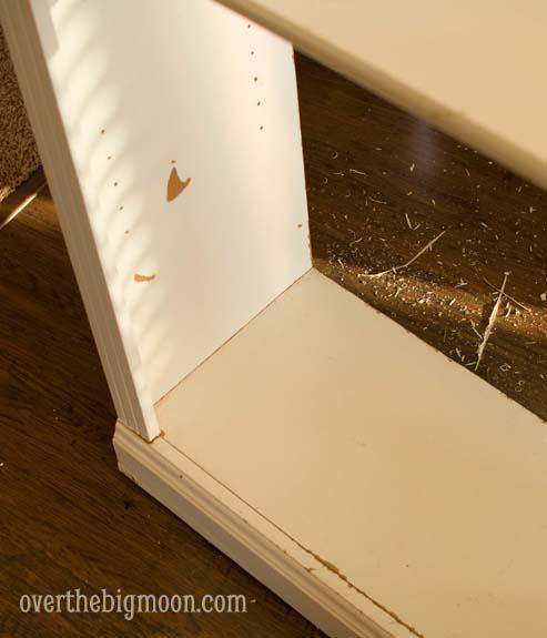 DSC 0050 Pallet Backed Bookshelf