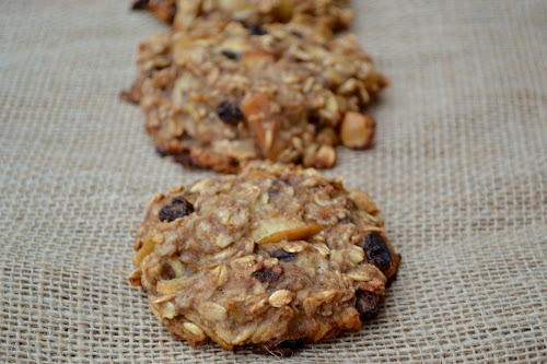These healthy breakfast cookies and not only so good for you (and your little sweeties) but, they are also super fast to get into the oven. www.orsoshesays.com #breakfastcookies #cookies #recipe #breakfast #dessert