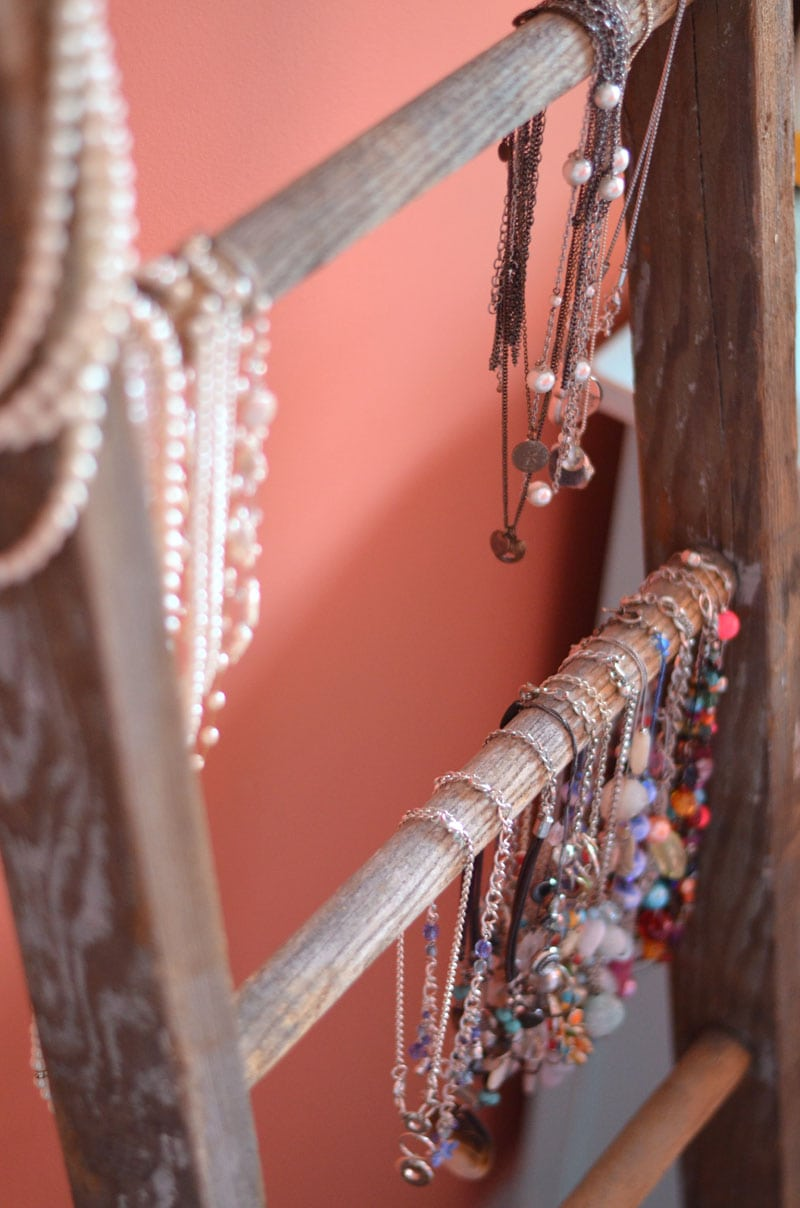 vintage-ladder-necklace-storage