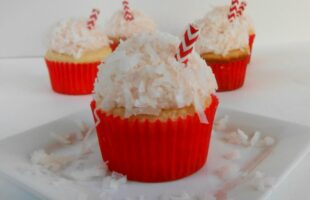 Strawberry Colada Cupcakes (she: Jana)