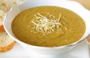 Copycat Panera Bread Broccoli Cheese Soup (she: Ruthie)