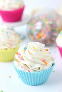 vanilla-cupcakes-with-whipped-vanilla-bean-frosting_1