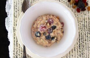 Swiss Muesli with Greek Yogurt and Berries (she: Ruthie)