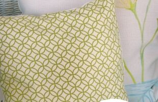 DIY No Sew Pillow (She: Carmella)