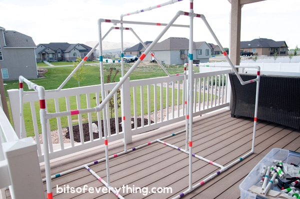 DIY Fort Kit for Kids ~ Great for indoor or outdoor use! #DIY #craftforkids #kidscraft #familyfun #fort #diyfort #summerfun #rainydayfun #pvcpipe