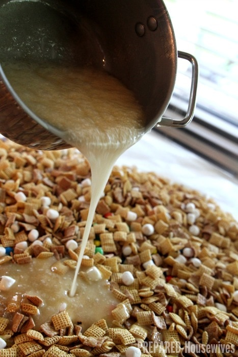 pour-syrup-over-chex-mix
