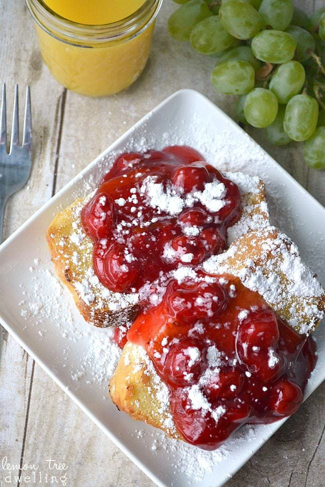 pound cake french toast topped with cherry pie filling and powdered sugar the best christmas - Best Christmas Breakfast