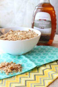 Honey Granola … An Easy Snack (she: Christina)