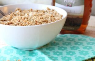 Honey Granola … An Easy Snack (she: Christina)