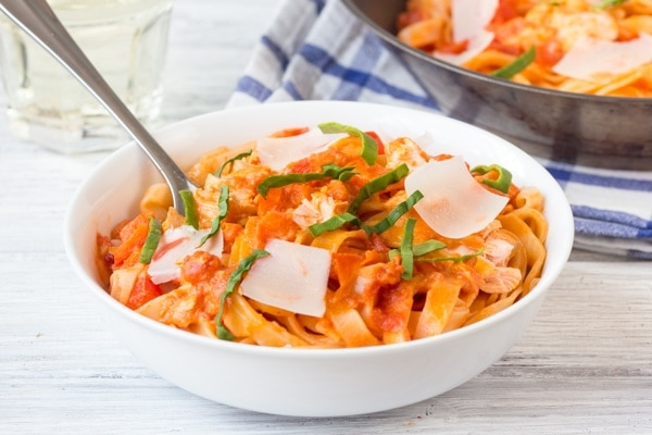 http://oneshetwoshe.com/wp-content/uploads/2015/03/salmon-pasta-wide1.jpg