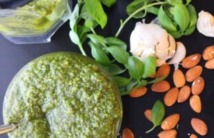 Homemade Pesto in 5 Minutes (she: Christina)