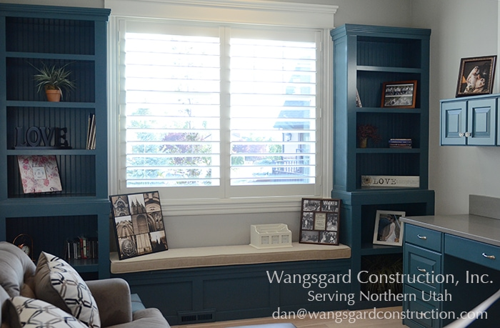 Built-ins around the window... love. Lots and lots of finish carpentry ideas!!