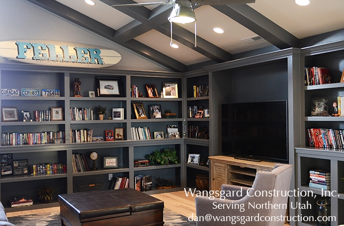 I love this casual library. Lots and lots of finish carpentry ideas from Mariel's husband, a Utah finish carpenter!