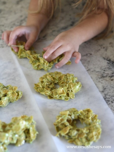 Get cooking with the kids this holiday season and make these corn flake Christmas wreath treats.