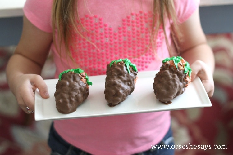 Make these fun chocolate covered strawberry rice krispy treats with your kids this Valentine's Day!