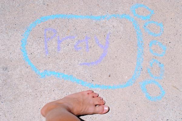 Walk by Faith Family Night Lesson and Activity. #WalkbyFaith #FHE #FamilyNight #orsoshesays #Footprints #Savior www.orsoshesays.com