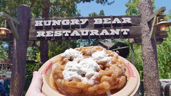 Disney Mobile Ordering - 5 Tips for Eats in Disney Parks www.orsoshesays.com #disneymobileordering #mobileordering #disney #disneyland #disneyrestaurants