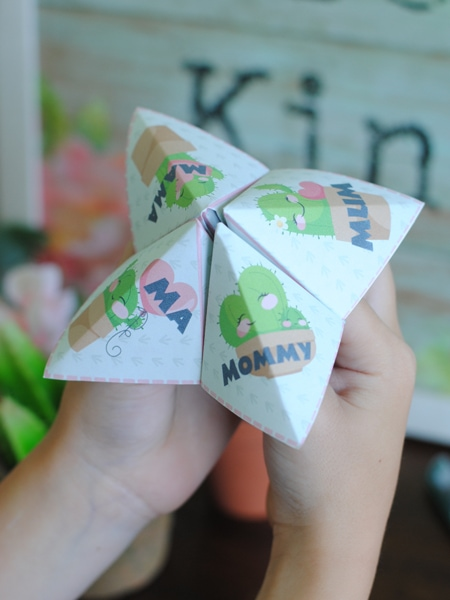 Make a Mother's Day Fortune Teller gift for the special Mom in your life. This is a great activity for a school or church group! Print, fold, and play! #OSSS #MothersDay #Printable #Cactus #LoveNote #MomCraft